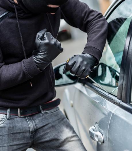 Zes minderjarigen stelen auto en tanken zonder te betalen: aangehouden in Tilburg