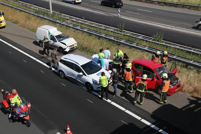 A4 Leiden richting Leidschendam: flinke kop-staart aanrijding.