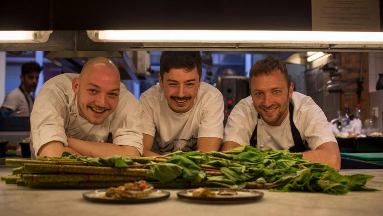 Het team van restaurant Kaagman & Kortekaas: Ofarim van Dijk, Sicco Peeters en Giel Kaagman. Beeld Rink Hof