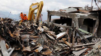 Dodental aardbeving en tsunami Sulawesi opgelopen tot meer dan 2.200