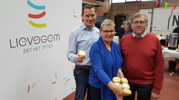 De drie burgemeesters van wat straks Lievegem wordt.