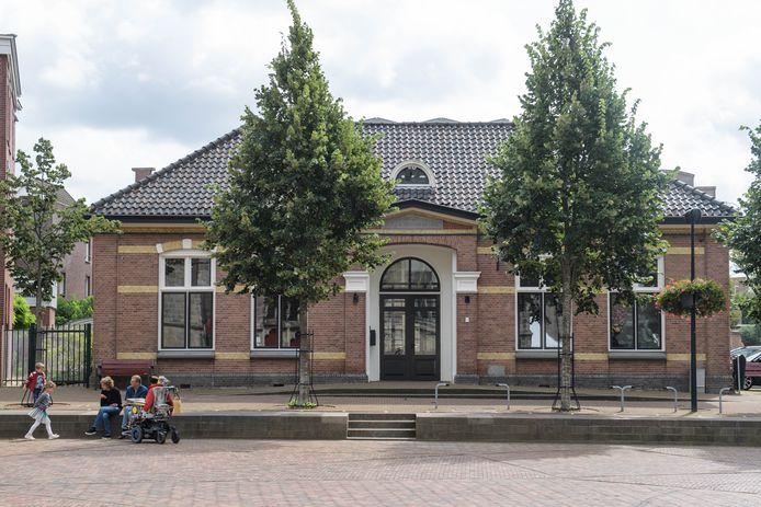 Bij de verkoop van het voormalige VVV-pand in Oldenzaal zijn bepalingen opgenomen in de overeenkomst die de eigenaar verplichten tot het creëren van de nodige reuring in dit pand.