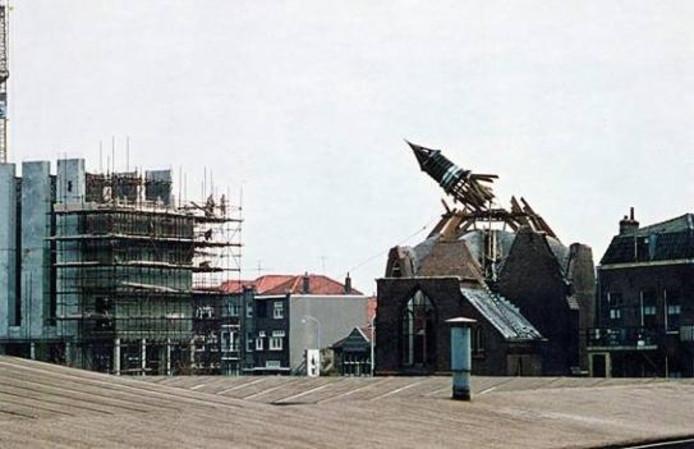 Vooral in Vlissingen haalde Sturm en Dekker door de decennia heen hele stadswijken neer. Hier de sloop van de Engelse kerk aan het westeinde van de Paul Krugerstraat. foto Gemeentearchief Vlissingen