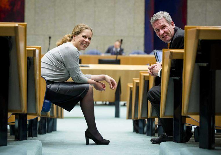 Kamerleden Carola Schouten (ChristenUnie) en Elbert Dijkgraaf (SGP) in de Kamerbankjes. Zij eisen compensatie voor de eenverdiener. Beeld anp