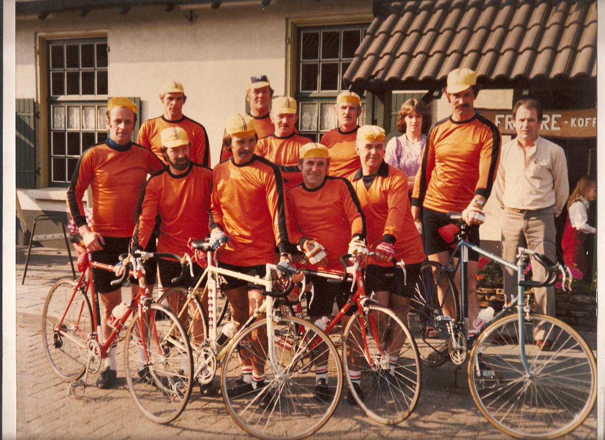 Foto oprichting Tourclub Handel