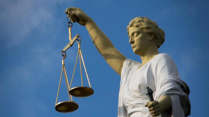 De rechtbank heeft een 35-jarige man uit Kuinre schuldig bevonden aan bedreiging en mishandeling van een plaatsgenoot.