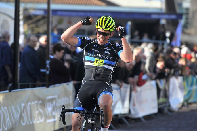 Maarten van Trijp weet in de laatste 3 km te ontsnappen en behaalt zo de overwinning.