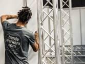 Bouwers evenementen vinden werk in aanleg straten en systeemwanden: 'Jongens voor wie niks te moeilijk is'