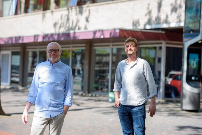 Jan van de Lest en Tim Dekker van de stichting Ruimte voor een van de leegstaande panden van de gemeente Eindhoven die ze verhuren.