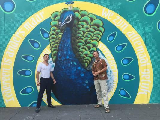 Kunstenaars Sandor Sweet (rechts) en Benjamin Benrakad.
