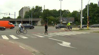 Verdachte vluchtmisdrijf Antwerpen niet aangehouden: 18-jarige zonder rijbewijs naar huis na verhoor