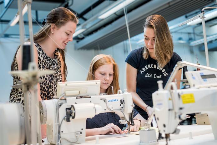 Van links naar rechts: Cindy Fels, Julia Olde Daalhuis en Silke Vermeij. Foto: Emiel Muijderman