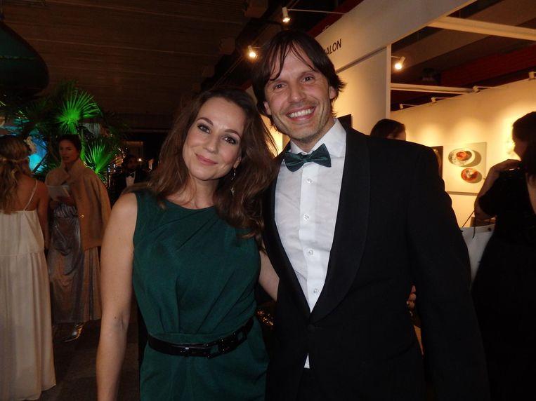 Opeens is daar mijn ex-gezondheidsgoeroe Ralph Moorman met vriendin/presentatrice Samantha van Wijk. Gelukkig is de gummi-Hans lactose-, noten- en glutenvrij Beeld Schuim