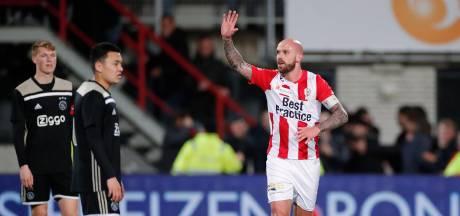 Bryan Smeets maakt geweldig doelpunt van eigen helft; TOP Oss verslaat Jong Ajax met 2-1