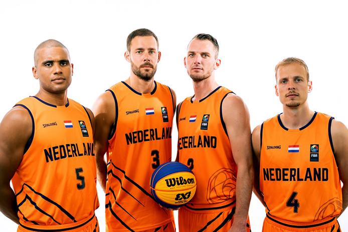 Het Nederlands team 3x3 basketbal, met Dimeo van der Horst (nr.5), Jesper Jobse (nr.3), Sjoerd van Vilsteren (nr.2) en Aron Roije (nr.4).