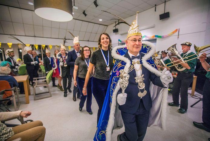"""Oud-wethouder Bram Meijer gaat van prins Carnaval naar senator Verkeersveiligheid. ,,Dit betekent niet dat heel carnaval wordt 'drooggelegd'."""""""