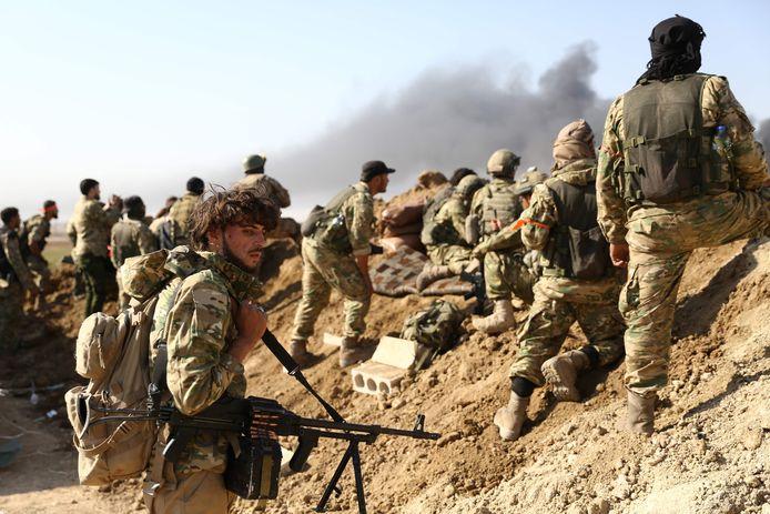 Met de invasie van het Turkse leger en het Vrije Syrische Leger is het slagveld in Syrië nog onoverzichtelijker geworden. Foto Nazeer Al-khatib / AFP)