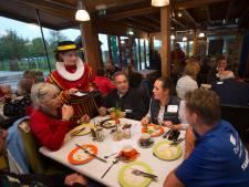 Voorzitters uit Duiven netwerken tijdens het eten: 'Meer samenwerken'