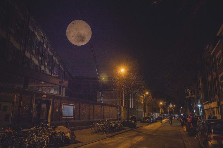 Net echt, maar het is een valse maan, boven De Centrale.