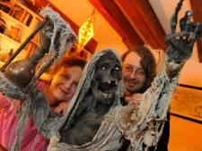 Halloweenkunst siert Ritthem: 'We willen het in deze tijd een beetje leuk maken voor de mensen'
