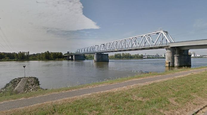 De persoon was ter hoogte van de Baanhoekbrug te water geraakt.