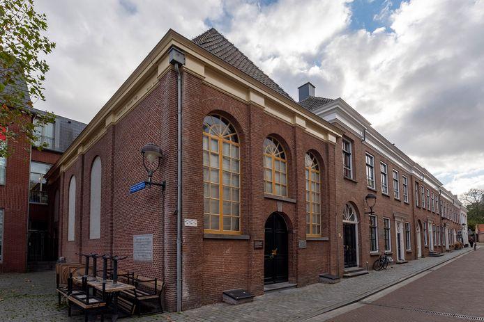 De synagoge stond op de nominatie om verkocht te worden, maar is door protesten van de lijst gehaald.