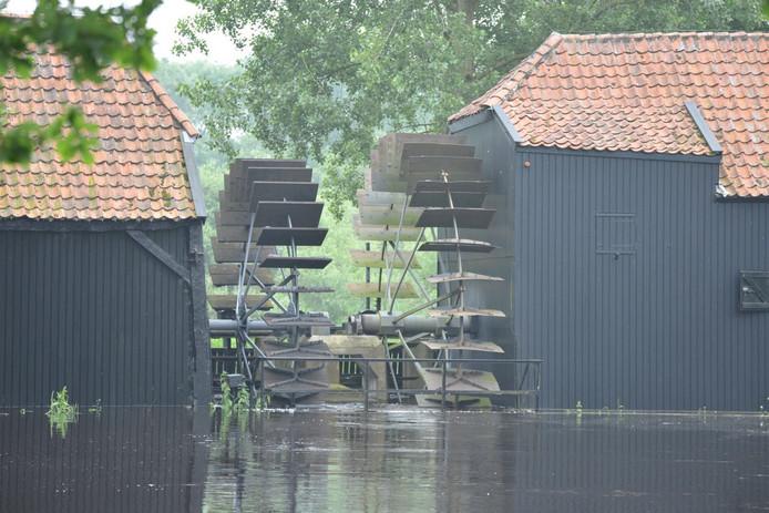 Hoog water bij de Collse Watermolen in Nuenen