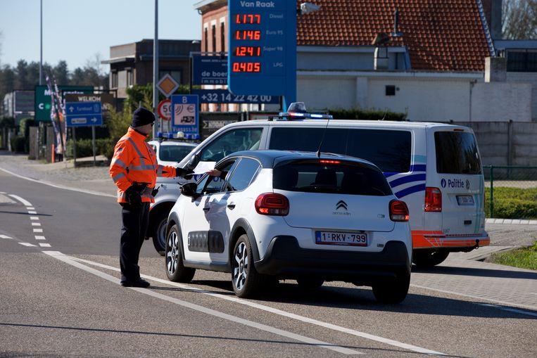 De Belgische politie houdt de grens gesloten. Beeld BSR Agency