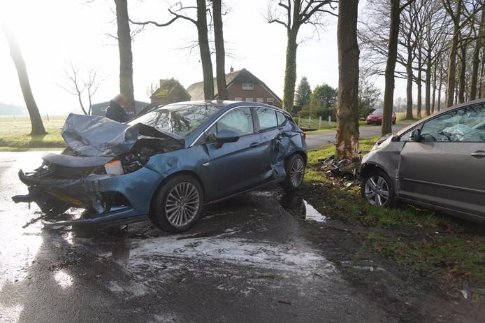 Bij de aanrijding liepen beide voertuigen veel materiele schade op.