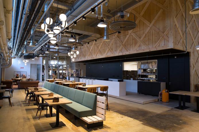 Het grand café bij de entree van Hal12.