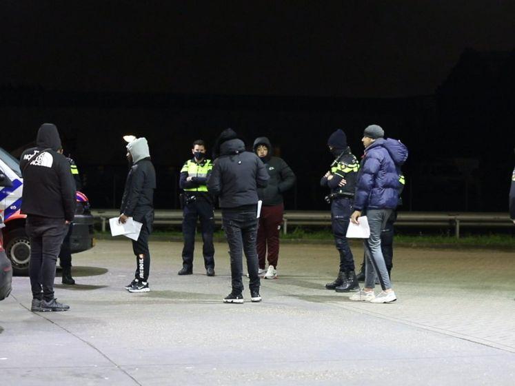 Groepje dansers beboet bij tankstation langs Wippolderlaan