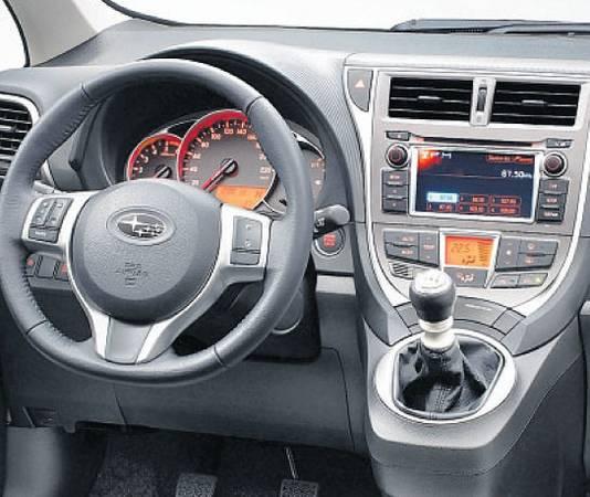 Het interieur oogt goedkoop, maar qua ruimte is de Subaru Trezia een topper, met goede stoelen.