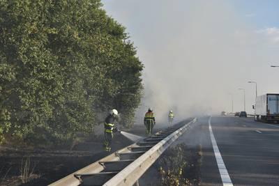 A27 dicht in beide richtingen door flinke bermbrand bij knooppunt Sint Annabosch