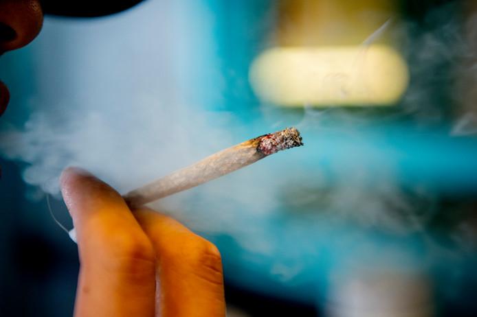 Het roken van een joint mag niet meer overal in Loon op Zand.
