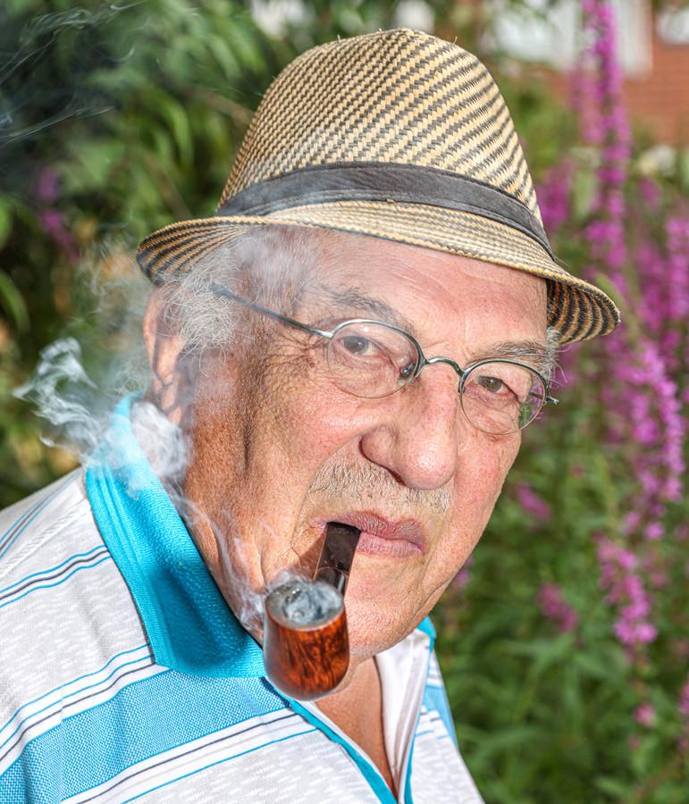 De Zwolse schrijver Igor Cornelissen schreef een , met Zwolle in hoofdrol. Titel: 'Mijn opa rookte ook een pijp'