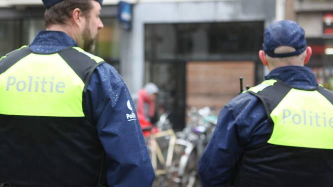 Geseinde man, verboden wapen en versterkte muziek op straat: politie controleert studentenbuurt en Schipperskwartier