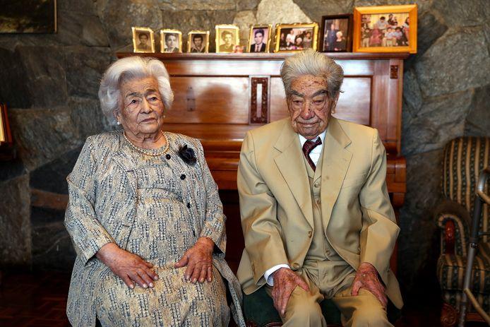 Julio Cesar Mora Tapia en Waldramina Maclovia Quinteros Reyes uit Equador zijn het oudste echtpaar ter wereld.