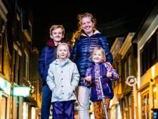 Gemma en haar kinderen Sebbe, Febe en Ninte maken er het beste van: steppen, tikkertje en cake bakken
