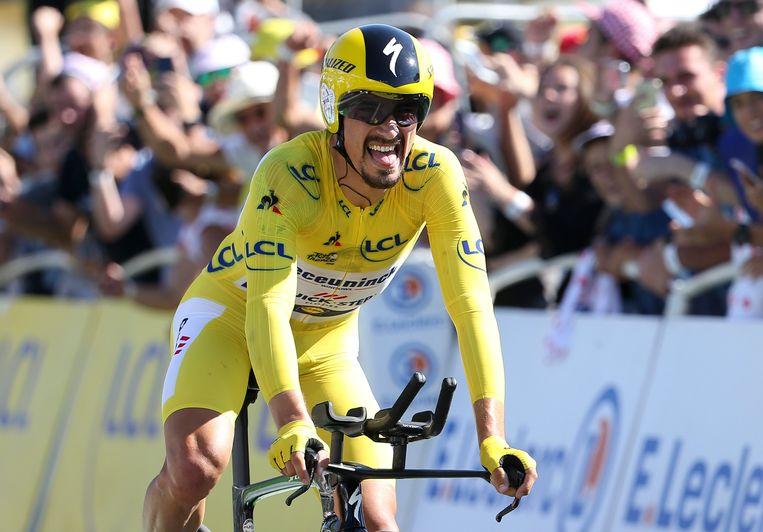 Julian Alaphilippe na de finish van zijn tijdrit in Pau. Beeld Getty Images