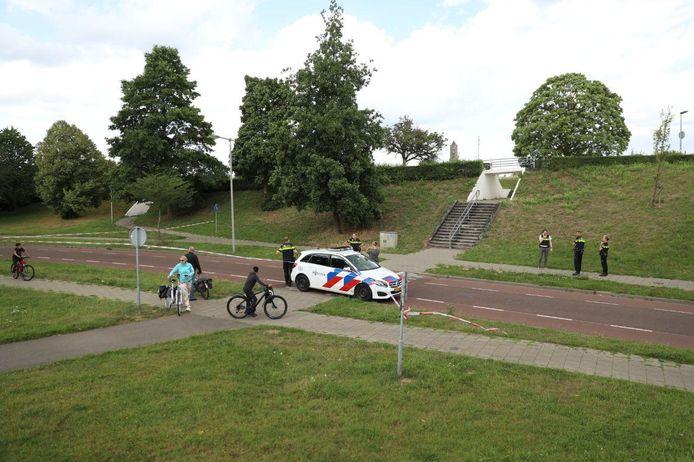 Politie op de plek waar de man is aangetroffen.