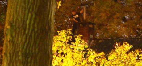 Schreeuwende man op dak in Hoogland zorgt voor veel consternatie