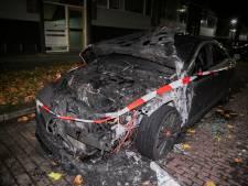 Mercedes verwoest bij brand in Arnhem: 70e autobrand van 2020