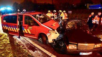 Slippende oldtimer botst tegen brandweerauto