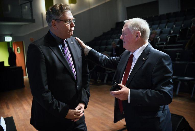 Henk Krol en Jan Nagel overleggen. Beeld Marcel van den Bergh / de Volkskrant