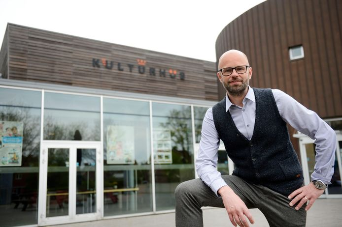 Borne -  Directeur Frank Droste voor t kulturhus Borne.