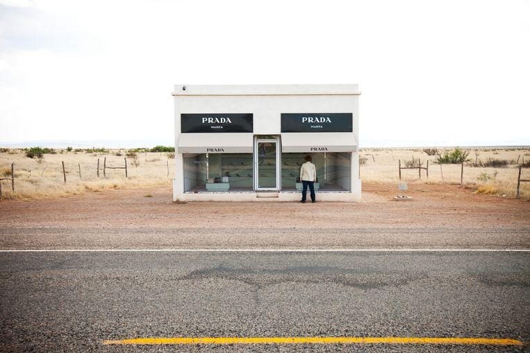 Prada bij Marfa. Het lijkt een winkel, het is een kunstproject. Beeld Getty Images