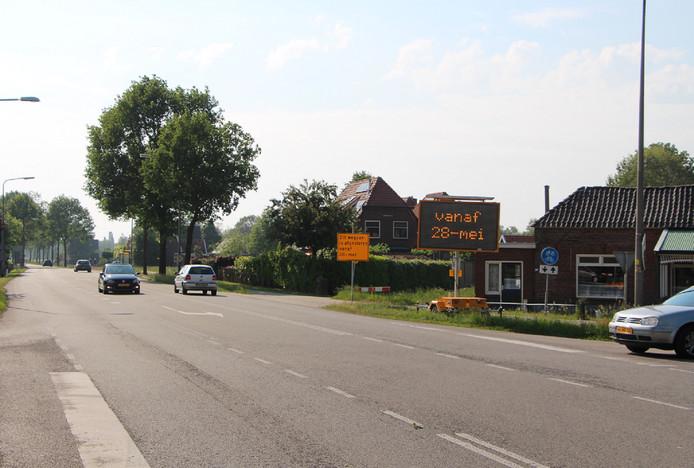 De N315 bij café Rustoord bij de afslag Rietmolen. Borden geven hier aan dat de weg richting Neede vanaf dit punt per maandag dicht gaat.