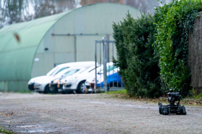 Politie treft middelgroot drugslab aan in Nieuwendijk.