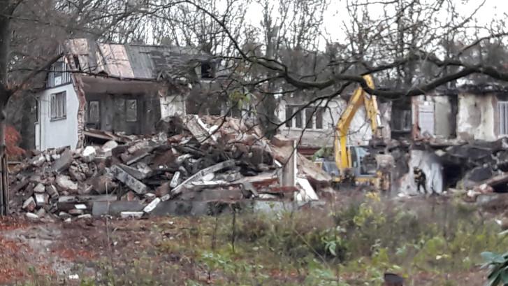 Het einde van een moordplek: Brizzi Villa valt in Moergestel onder de slopershamer