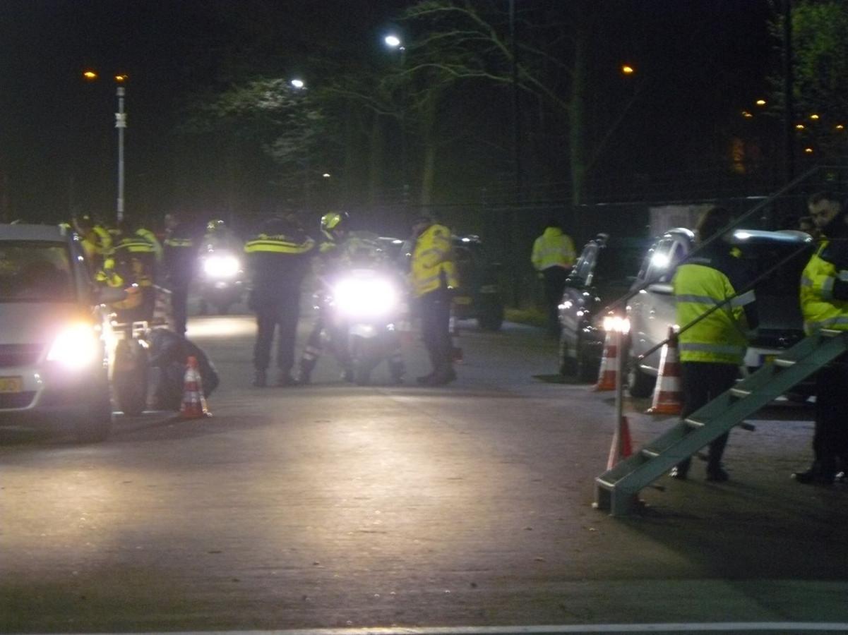 Politie op de been voor de verkeerscontrole bij het stadion van Heracles.